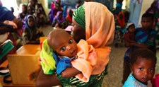 A mother and child in a health centre in Diffa, Niger