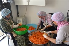 Community kitchens in Lebanon: Cooking