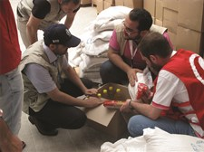 WFP working with the Syrian Arab Red Crescent (SARC) Packaging Food Before Distribution