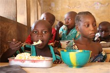 A school feeding programme in Central African Republic